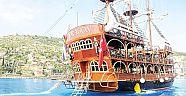 Korsan tekneler Kemere ve turizme katkı sağlıyor